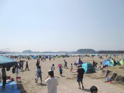 混雑した海の公園